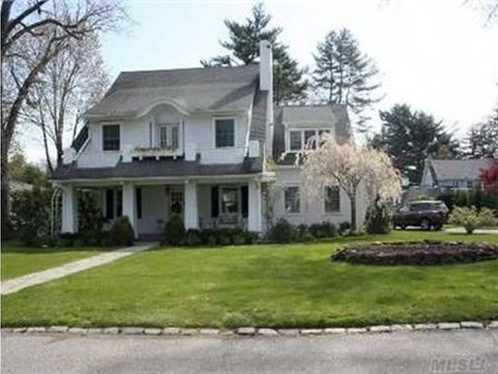 12 Middle Dr, Plandome, NY 11030