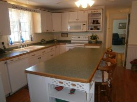 1 Moeckel Rd, Windham, NH 03087