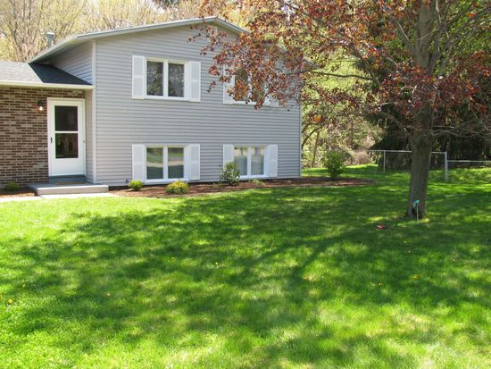 206 Parkview Dr, Rochester, NY 14625