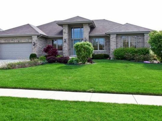 833 Campbell Dr, West Chicago, IL 60185