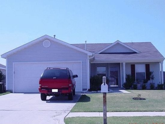 846 SW 14th St, Moore, OK 73160