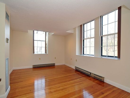 100 Commandants Way APT 302, Chelsea, MA 02150