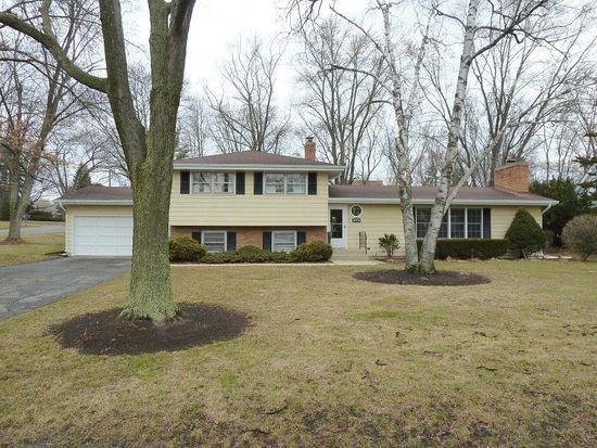 348 Roslyn Rd, Barrington, IL 60010