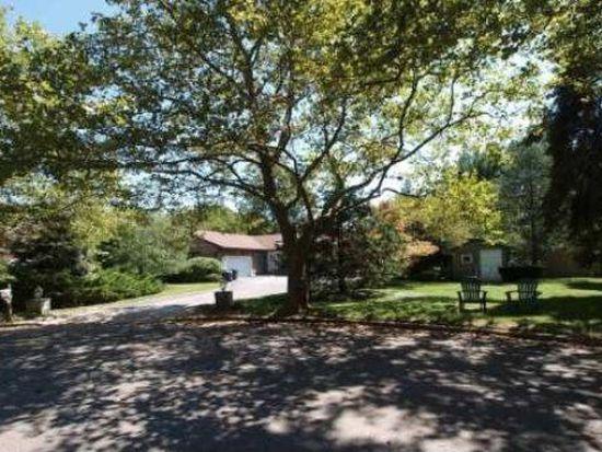 2 Harvest Ct, Dix Hills, NY 11746