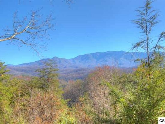 723 Deerfoot Dr, Gatlinburg, TN 37738