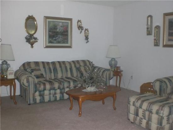 805 Country Club Ln, Anderson, IN 46011