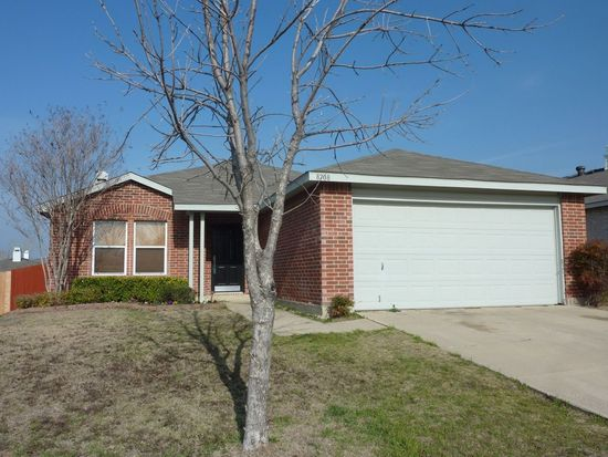 8708 Swan Park Dr, Denton, TX 76210