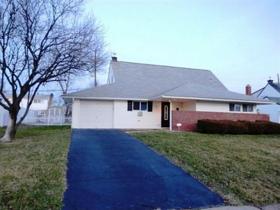 8 Hillside Rd, Levittown, PA 19056