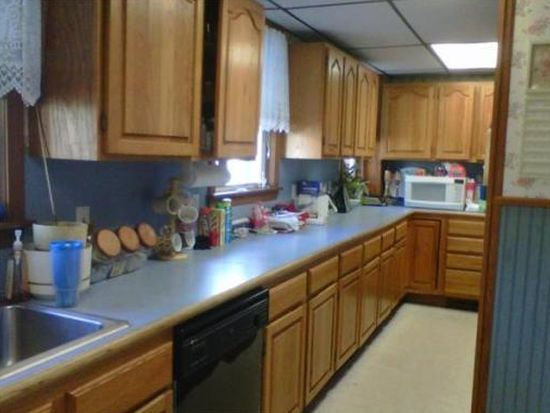 42 Grinnell St, Fall River, MA 02721