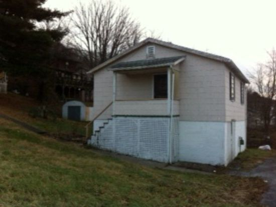 1504 1/2 Highland Ave, Bluefield, WV 24701