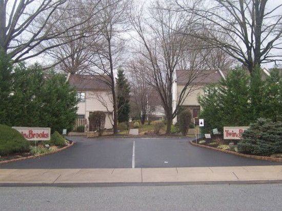 53 Twin Brooks Dr, Willow Grove, PA 19090