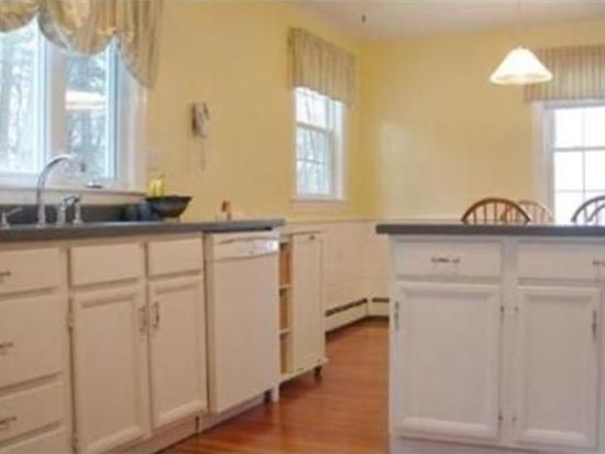 34 Enmore St, Andover, MA 01810
