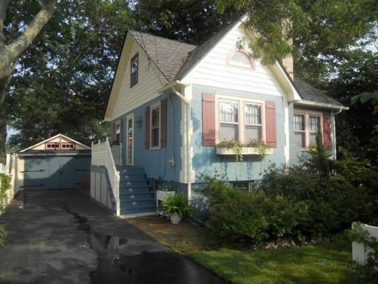 227 S Dunton Ave, East Patchogue, NY 11772