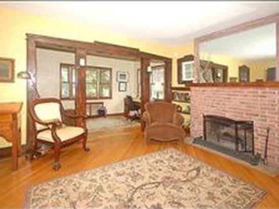 15 Beechwood Rd, Verona, NJ 07044
