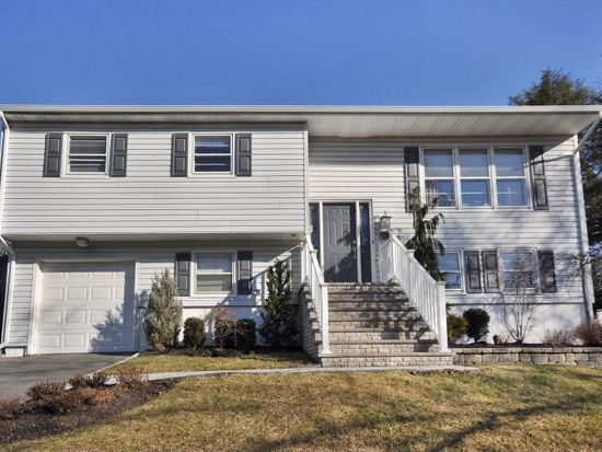 57 Edgemere Rd, Livingston, NJ 07039