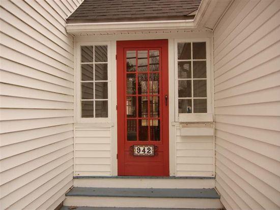 942 Gage St, Bennington, VT 05201