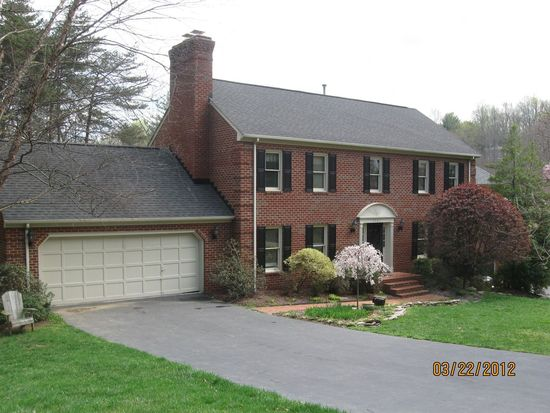5561 Westbriar Ct, Roanoke, VA 24018