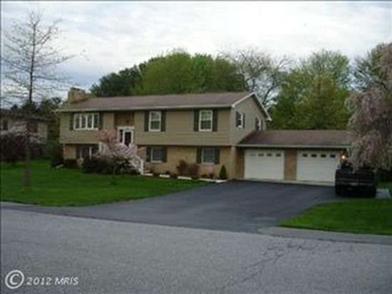 2004 Maplewood Dr, Hagerstown, MD 21740