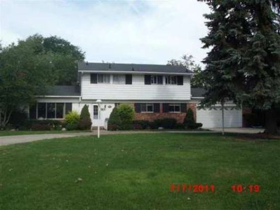 941 Lake Shore Rd, Grosse Pointe Shores, MI 48236