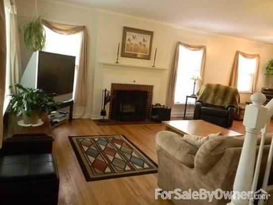 2628 N 93rd St, Wauwatosa, WI 53226
