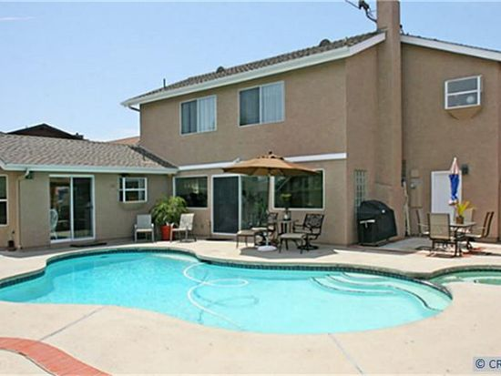 17652 Falkirk Ln, Huntington Beach, CA 92649