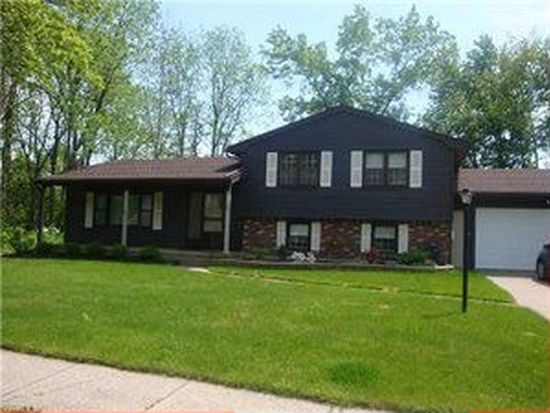 72 Lincolnshire Dr, Lockport, NY 14094