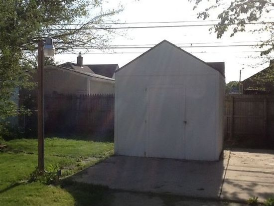 20947 Beechwood Ave, Eastpointe, MI 48021
