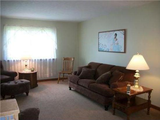 32 Manor Ln, Middleport, NY 14105