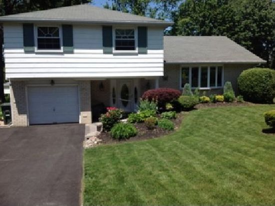 61 Christopher Dr, Holland, PA 18966