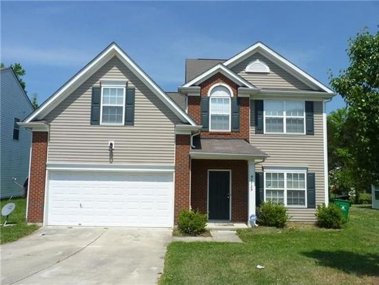 2729 Forest Grove Ct, Charlotte, NC 28269