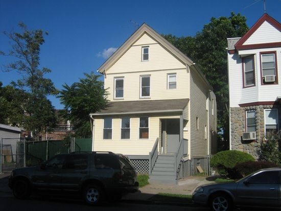 12 Oak St, East Orange, NJ 07018