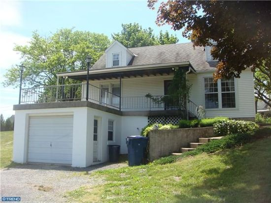 920 Center Rd, Leesport, PA 19533