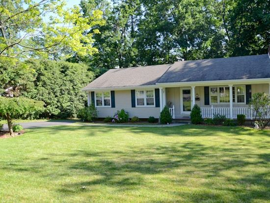 3 Zimmerman Ct, Midland Park, NJ 07432