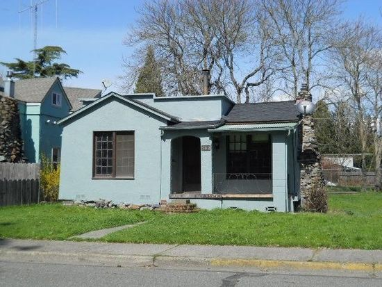 702 SW Burgess St, Grants Pass, OR 97526