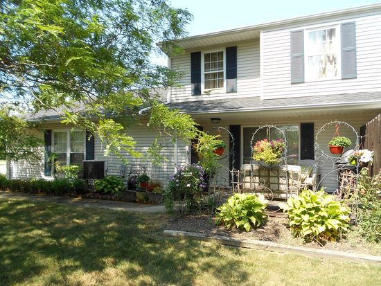 8003 Carriage Cir, Mentor, OH 44060