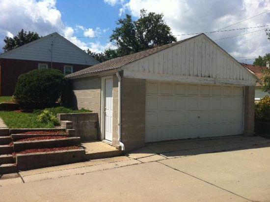 3300 W Lakefield Dr, Milwaukee, WI 53215