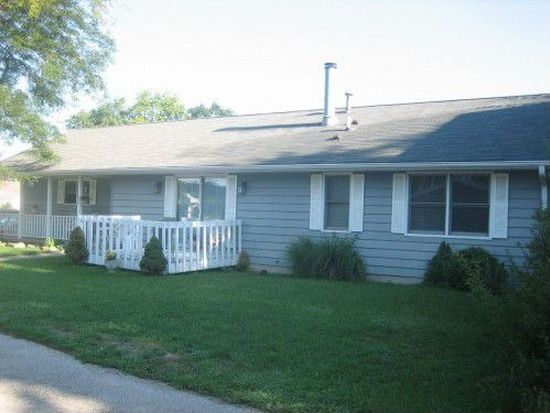1813 Meadowbrook Ct, Sycamore, IL 60178