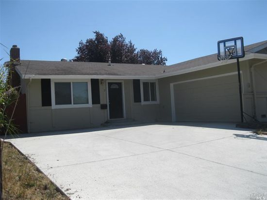 7 Betty Ct, Petaluma, CA 94952