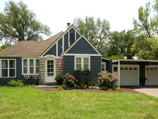 7609 NW Blue Grass Dr, Parkville, MO 64152