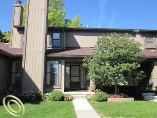 12402 Woodgate Dr, Plymouth, MI 48170