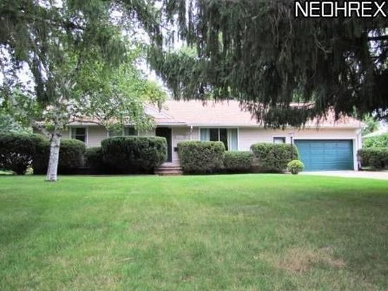 24854 Carey Ln, North Olmsted, OH 44070