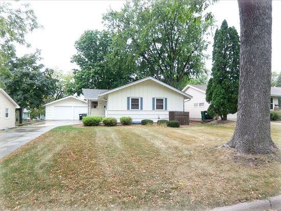 538 Park Valley Dr W, Hopkins, MN 55343