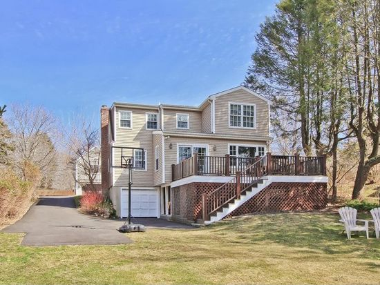 137 Middlebrook Dr, Fairfield, CT 06824