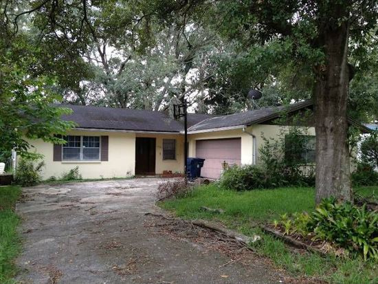 1704 W Barclay Rd, Tampa, FL 33612