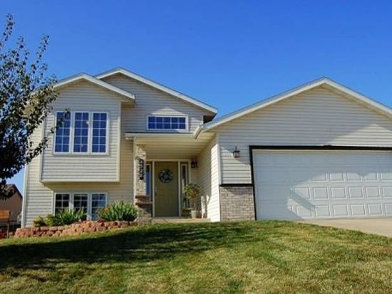 4528 Manor Park Dr NW, Rochester, MN 55901