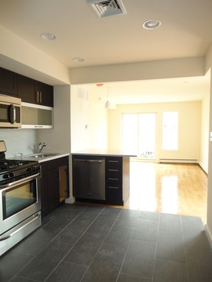 3132 38th St APT 5A, Astoria, NY 11103