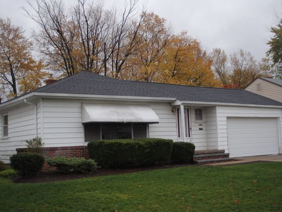 1559 Algiers Dr, Mayfield Heights, OH 44124