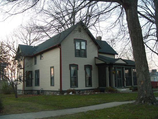 106 S Maple St, Argos, IN 46501
