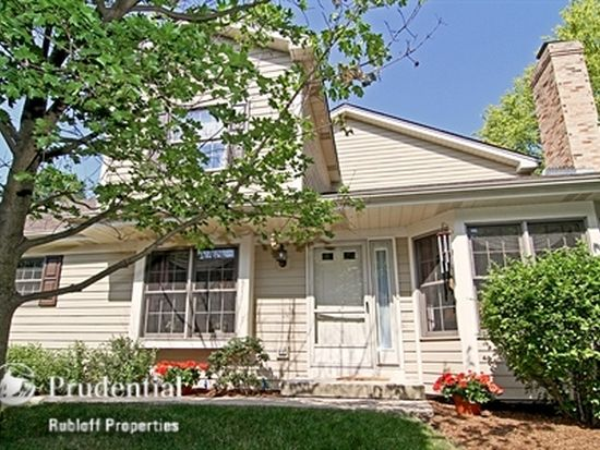 27W226 Ash Ct, Winfield, IL 60190