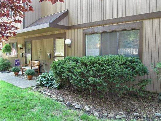 26648 Lake Of The Falls Blvd, Olmsted Falls, OH 44138